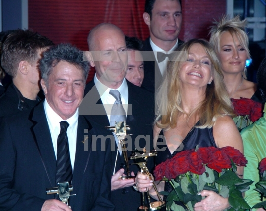 Dustin Hoffman, Bruce Willis and Goldie Hawn