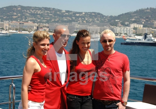 Bruce Willis, Petra Nemcova, Scott Henshall, Hofit Golan
