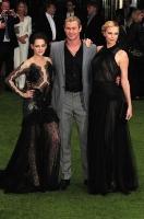 Kristen Stewart, Charlize Theron, Chris Hemsworth